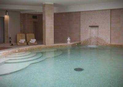 La piscina con cascata