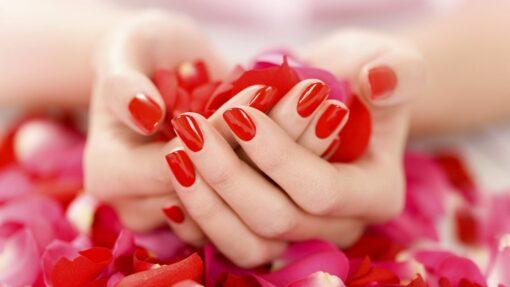 Manicure con smalto semipermanente gelish